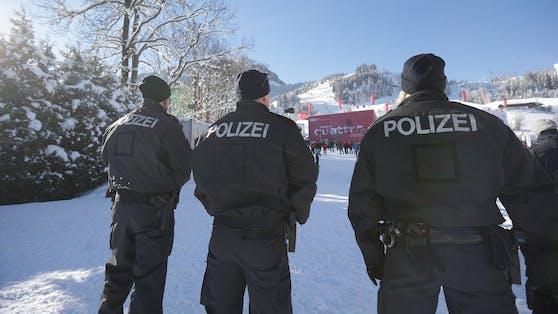 Die Polizei soll die Winter-Regeln streng kontrollieren. Die Gewerkschaft klagt aber über Personalmangel. Symbolbild