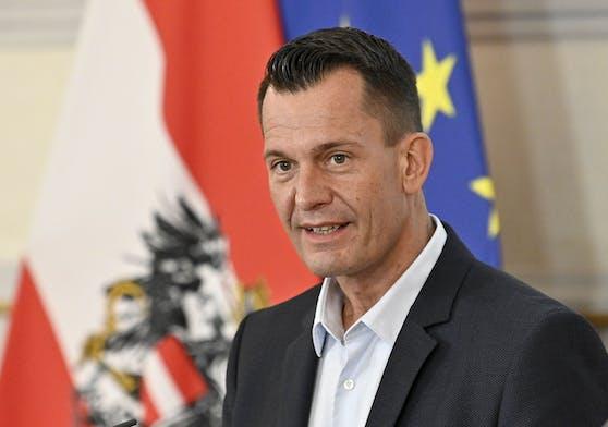 Sozialminister Wolfgang Mückstein (Grüne) gibt die Ausgaben zur Verbesserung der Beruflichen Teilhabe von Menschen mit Behinderungen bekannt.