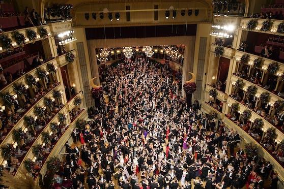 Trotz Ungewissheit hat der Wiener Opernball den Kartenverkauf gestartet.