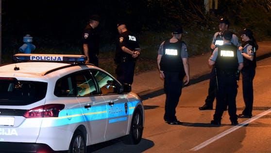 Die Polizei befinde sich an der Unfallstelle und habe die Untersuchungen eingeleitet. (Symbolbild)
