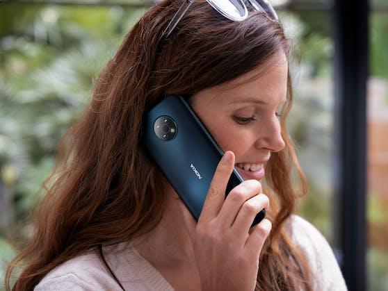 Das Nokia G50 ist ab heute in den Farben Midnight Sun und Ocean Blue erhältlich.