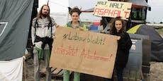 """Wegen """"Lohndiebstahl"""": Lobau-Besetzer helfen Arbeitern"""