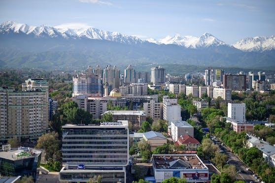"Almaty liegt am Fuße des ""Himmelsgebirges"" Tian Shan. (Symbolbild)"