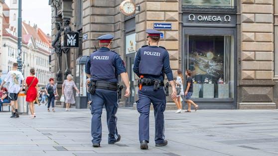Polizeibeamte auf Streife in Wien