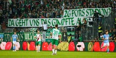 Rapid-Fans protestieren gegen 2G-Regel im Stadion
