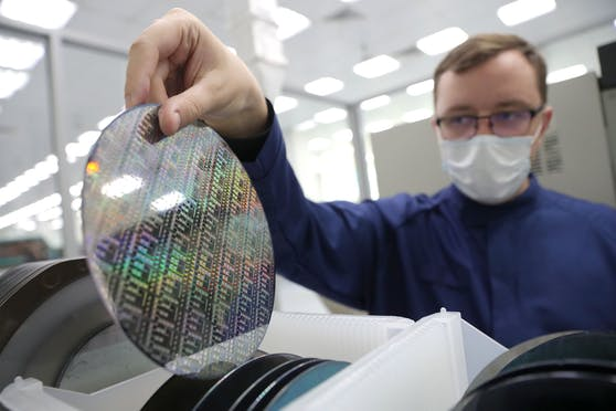 Mikrochips sind aktuell weltweit Mangelware. Symbolbild