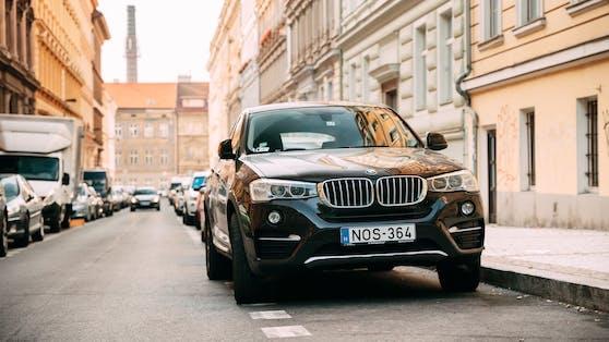 SUV-Fahrer zahlen in Tübingen mehr fürs Parken. (Symbolbild)