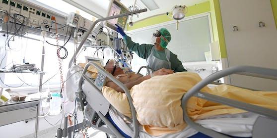 Ein Patient auf der Intensivstation des Universitätsklinikums Tulln
