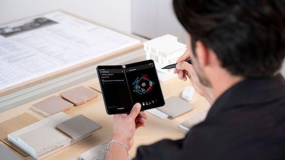 Das Surface Duo 2 ist ab 15. November zu haben.
