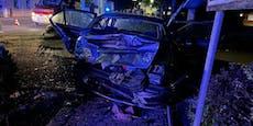 Lenker rammte geparktes Auto - schwer verletzt