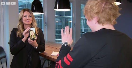 Frauke Ludowig zeigt Ed Sheeran ihre Tochter.