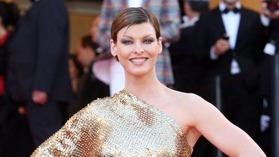 """Linda Evangelista bei denInternationalen Filmfestspielen von Cannes im Jahr 2008 - noch ohne """"brutaler Entstellung""""."""