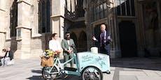 """Dompfarrer Faber segnet Urnen-Fahrrad """"Frieda"""""""