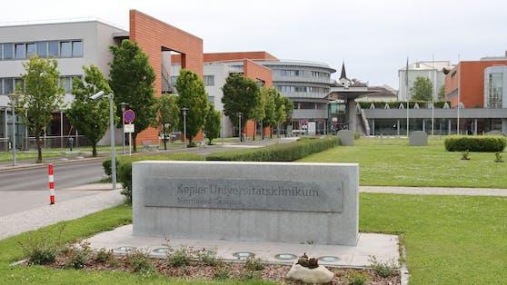 Der junge Mann verstarb nach über einem Monat intensivster Behandlung am Kepler Uniklinikum in Linz.