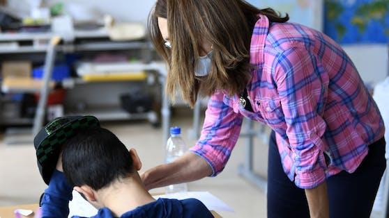 Eine Pädagogin in einer Volksschule