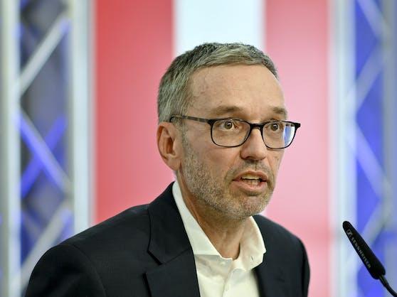 """FPÖ-Chef Herbert Kickl überraschte mit der Ankündigung einer """"persönlichen Erklärung"""" alle."""