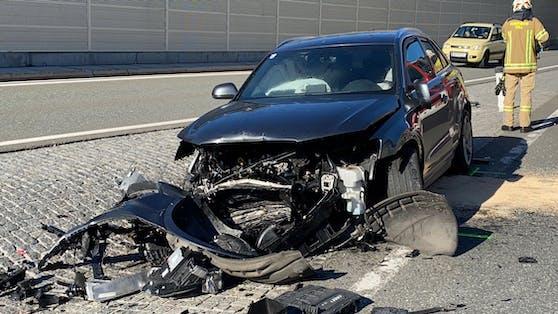 Schwerer Verkehrsunfall am 23. September 2021 auf der Loferer Bundesstraße in Söll. Ein Fahranfänger (17) war am Steuer seines Audi eingeschlafen.