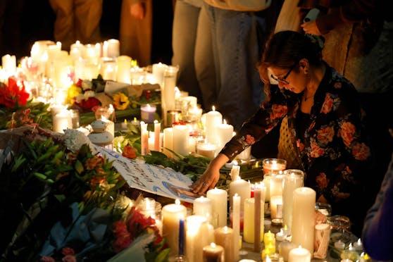 Nach dem Mord an einer jungen Frau in London haben Hunderte Menschen bei einer Mahnwache der 28-Jährigen gedacht.