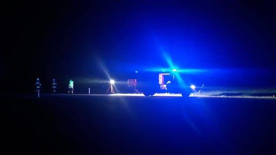 Die Freiwillige Feuerwehr Lindgraben säuberte die Unfallstelle.