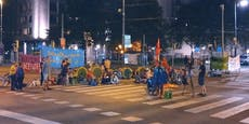 Wiener Aktivisten blockieren 12 Stunden lang Kreuzung