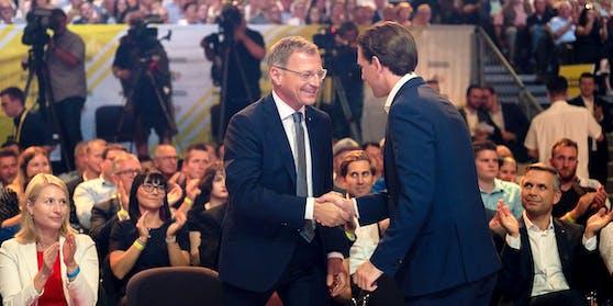 LH Thomas Stelzer (ÖVP) und Bundeskanzler Sebastian Kurz (ÖVP) im Rahmen des ÖVP-Wahlkampfauftaktes in Linz am 9. September 2021.