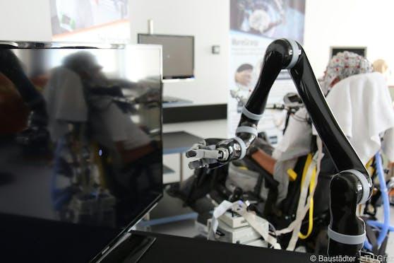 Roboterarme sollen Querschnittgelähmten mehr Freiheit geben.