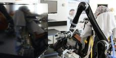 Roboterarm wird mit der Kraft der Gedanken bewegt