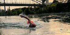 Darum schwimmt dieser Mann im Donaukanal in die Arbeit
