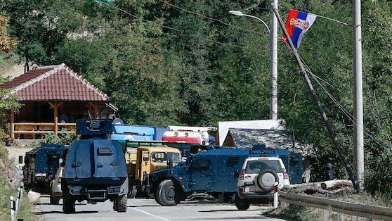 Kosovarische Spezialeinheiten am serbischen Grenzübergang Brnjak.