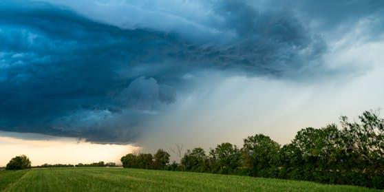 Gewitter sind im Anmarsch. Symbolbild
