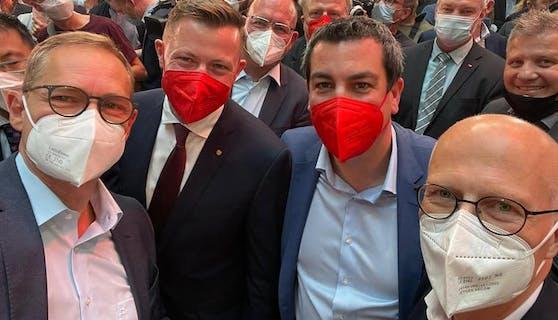 Selfie mit dem Hamburger Bürgermeister Peter Tschentscher, dem Berliner Bürgermeister Michael Müller und dem Wiener Landtagsabgeordneten Marcus Schober.
