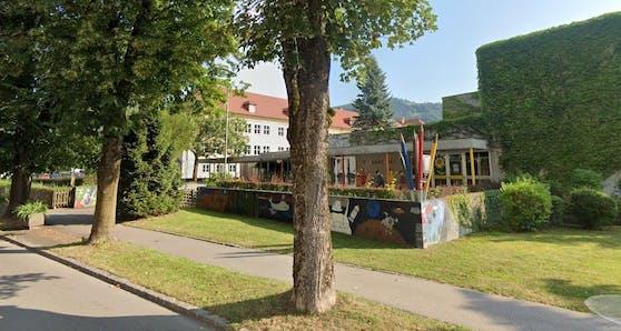 In der Volksschule in Kirchdorf an der Krems gibt es mehrere Corona-Fälle. Der Unterricht fällt eine Woche aus.