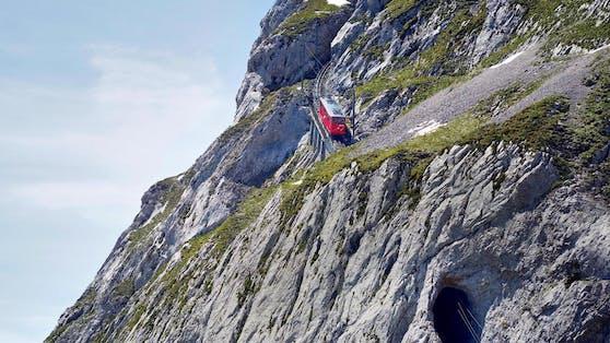 Ein Mann sprang in der Schweiz aus einer fahrenden Zahnradbahn – er musste seine Blase entleeren.