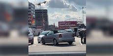 Absicht? Wiener stellt Opel quer auf Parkplatz ab