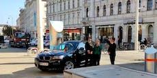 Skurrile Aktion: Merkel plötzlich mit Megaphon in Wien