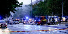 Explosion in Wohnhaus – Menschen springen aus Fenster