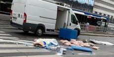 Fleischlieferung bei Crash in Wien auf Straße verstreut