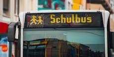 Schulbus fährt über Fuß von 10-Jährigem