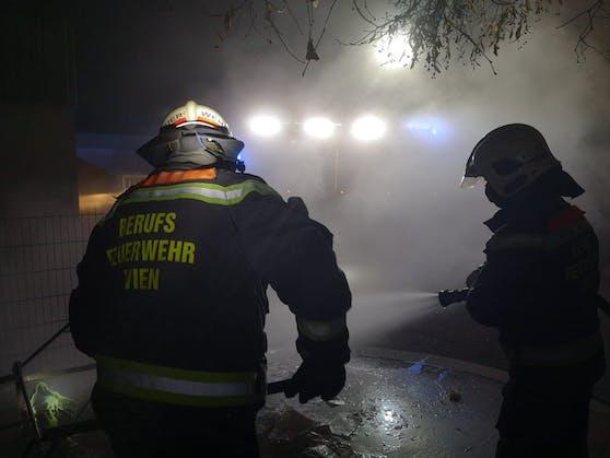 Die Feuerwehr in der Silvesternacht 2020.