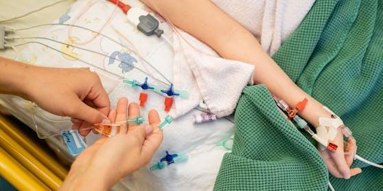 In der Schweiz starb ein Kind im Zusammenhang mit dem Coronavirus. Symbolbild.