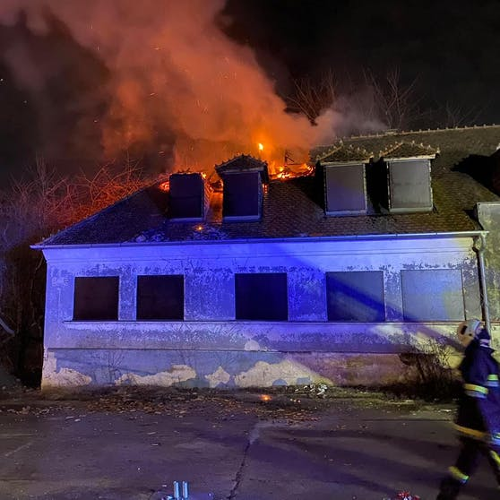 Die FF Zistersdorf wurde noch am Altjahrestag zu einem Dachstuhlbrand alarmiert.