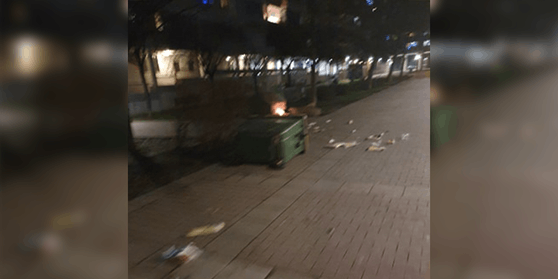 Auch in Wien wurden in der Silvesternacht wie hier Mülltonnen mit Böllern gesprengt.