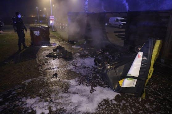 In Wels wurden zahlreiche Müllinseln und Abfallcontainer in Brand gesetzt