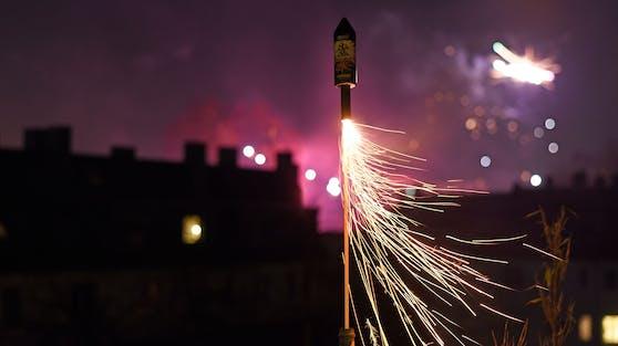 Im französischen Elsass ist in der Silvesternacht ein 25-jähriger Mann beim Abfeuern eines Feuerwerkskörpers gestorben. (Symbolbild)
