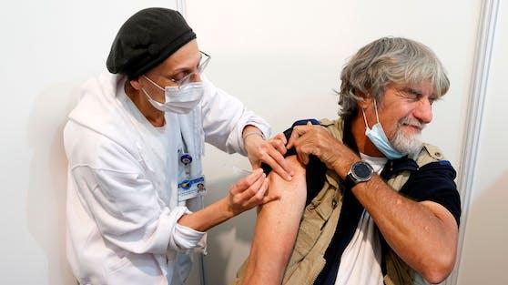 Rund 950.000 Menschen erhielten die Corona-Impfung bereits.