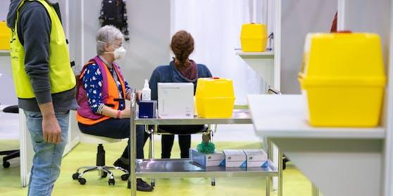 Dr.Maximilian Weiland schickte sein Team zum Corona-Impfen (Symbolfoto)