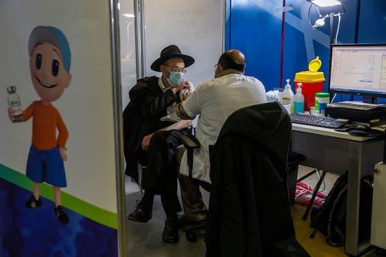 In Israel ist jeder 5. Einwohner des Landes bereits voll geimpft.