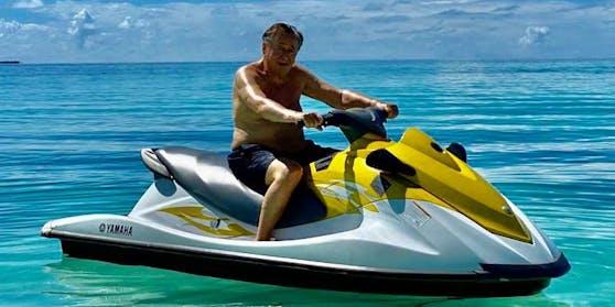 Richard Lugner vergangene Woche beim Jet-Ski-Fahren auf den Malediven.