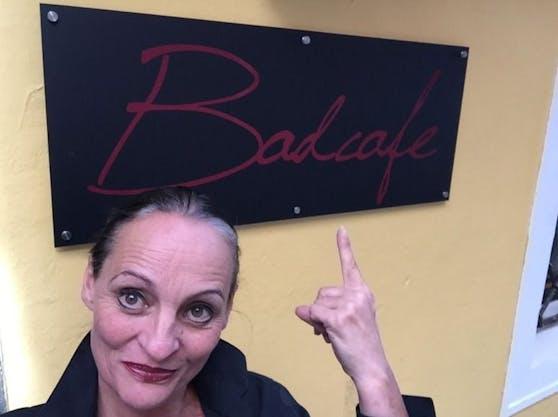 """Gastronomin Alexandra Pervulesko (51) sperrt ihr geliebtes """"Badcafe"""" wieder auf, ihre finanzielle Situation zwingt sie dazu, sagt die Linzerin."""