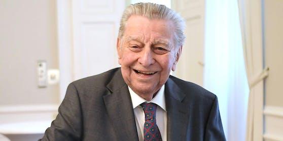 Die Stadt Wien ehrt Journalisten-Legende Hugo Portisch mit einem Ehrengrab. Das kündigte heute Bürgermeister Michael Ludwig (SPÖ) an.